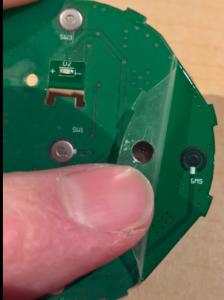 Knapparna i dosan trådlös består av en enkel metallbubbla.