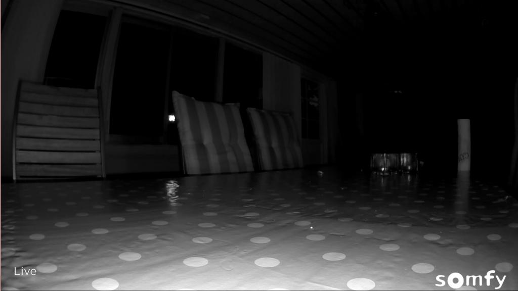 Med den inbyggda ir belysningen fick jag följande resultat från kameran