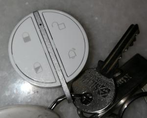 Somfy Protect Key Fob passar bra på en nyckelknippa, storleken är helt ok
