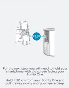 När appen visar en QR kod är det dags att visa den för kameran, håll telefonen stadigt ca 15 - 20 Cm från från kameran