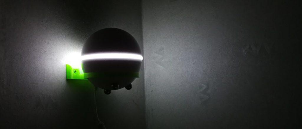 Med ett väggfäste blev Homey en väldigt smart nattlampa på väggen.
