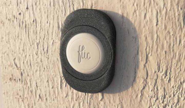 Här är min design med en Flic som ringklocka, den sitter skruvad i väggen.