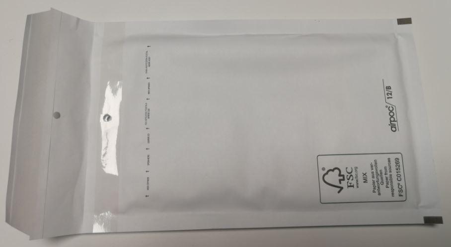 Vi använder nu dessa vadderade påsar för att skicka hållarna