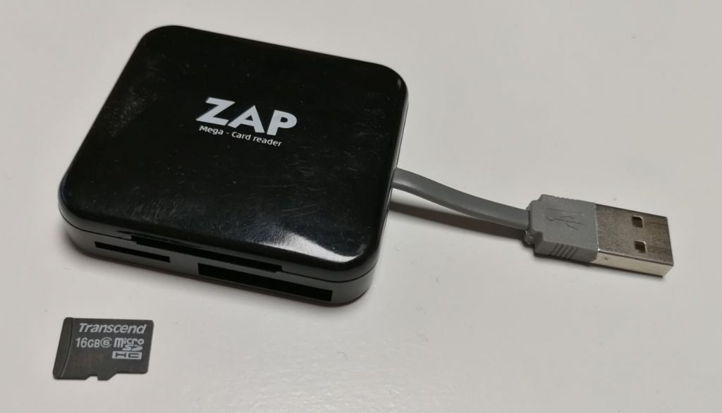 För att skriva till minneskortet behöver du en microSD kort skrivare